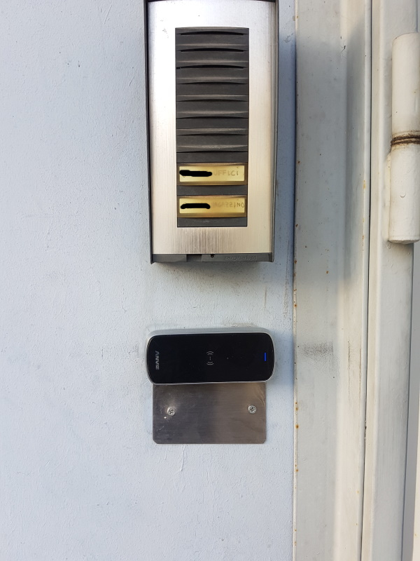 Access Control, Card and PIN, M3 Rfid/Mifare, IP65, Linux, Wi-fi and Bluetooth