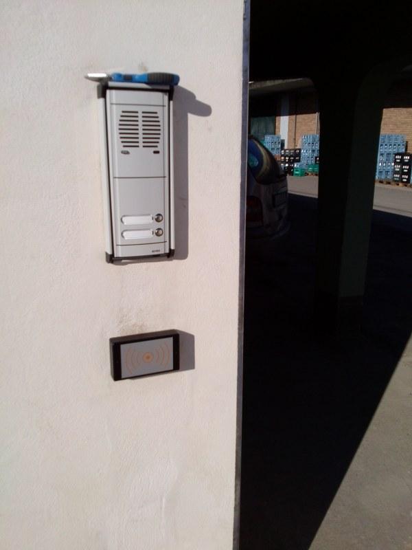 Sistma controllo accessi con tba4000rf posto all'interno uscita e